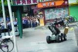深圳一酒店现疑似爆炸物包裹 警方出动防爆机器人