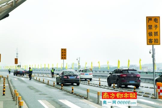 开车接人请注意:广州南站进入春运状态图片