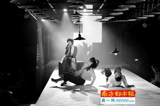"""记者朱蓉婷 由广州图书馆,《诗歌与人》杂志社主办的""""2018广州新年图片"""